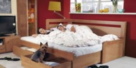 Menší fotografie ložnice, postele - Rozkládací postel